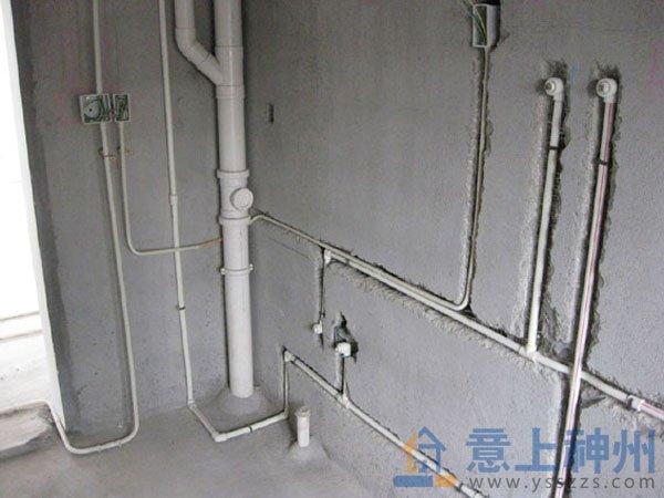 在加大坡度,进行厨房,卫生间内管道装修时也应避免改动家居原有的排水